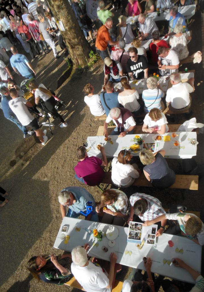 UsNu2_19HFEST_Samstag-Sitzgruppen_snkrecht_v.oben_vorTreffuntenJS_1.6.19